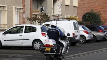 Sur le lieu de l'assaut contre l'appartement de Mohamed Merah à Toulouse. Les gardes à vue de deux Toulousains arrêtés dans l'enquête relative à la tuerie de sept personnes à Montauban et Toulouse il y a un an, ont été levées. /Photo prise le 23 mars 2012