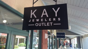 Les deux chaines de bijouterie Kay Jewelers et Jared The Galleria of Jewelry comptent quelque 1.500 points de ventes aux États-Unis.