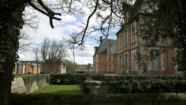 Le campus d'AgroParisTech est célèbre pour son château de style Louis XIII construit au 17e siècle, ses dépendances et ses 260 hectares de forêts et de pâtures.