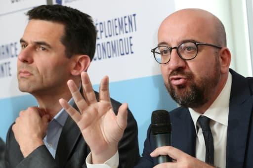 Jean-Marc Nollet (g), coprésident du parti wallon Ecolo, et Charles Michel, Premier ministre de la Belgique, lors d'un débat, le 29 avril 2019 à Namur