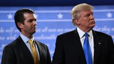 Donald Trump Jr, aux côtés de son père, lors de la campagne présidentielle américaine, le 26 septembre 2016, à Hempstead (Etats-Unis)