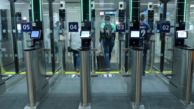 Les aéroports parisiens comptent désormais 102 sas à reconnaissance faciale