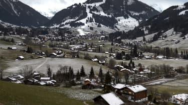 Les stations de ski, en Suisse comme en France, souffrent de températures trop douces.