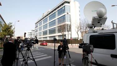 Devant le siège de la Direction centrale du renseignement intérieur à Levallois-Perret, près de Paris, où s'est déroulé la fin de la garde à vue d'Abdelkader Merah. Le frère aîné de Mohamed Merah, l'auteur des tueries de Montauban et Toulouse, a été mis e
