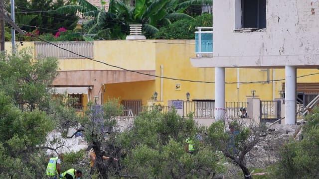 La police fouille les décombres du logement conspiratif utilisé par les terroriste à Alcanar le 20 août 2017