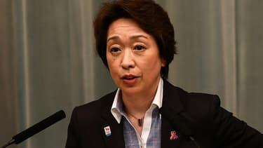 Seiko Hashimoto, alors ministre chargée des Jeux olympiques et paralympiques, donne une conférence de presse à Tokyo le 17 septembre 2020