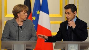 """Conférence de presse d'Angela Merkel et Nicolas Sarkozy à l'Elysée, après le sommet franco-allemand. Le chef de l'Etat a pressé les responsables politiques grecs d'accepter les conditions du nouveau plan d'aide afin que la situation du pays soit réglée """"u"""