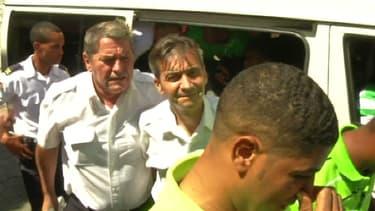 Les deux pilotes français, Pascal Fauret et Bruno Odos, à leur libération, mardi 17 juin, à Saint-Domingue (République dominicaine).
