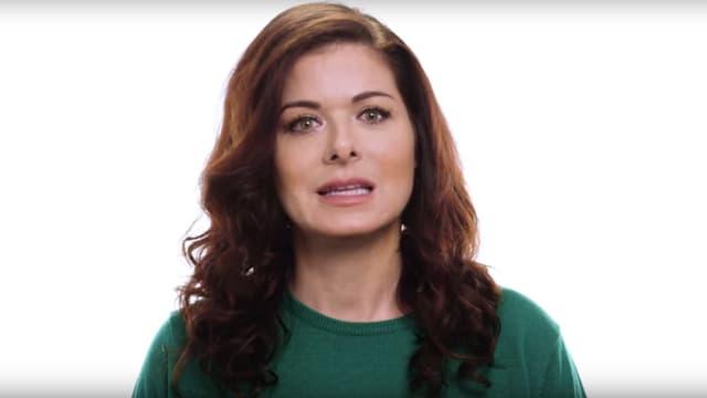 Dans une vidéo, l'actrice Debra Messing et d'autres célébrités appellent les grands électeurs américains à ne pas voter pour Donald Trump.