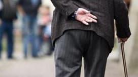 D'après les simulations du Conseil d'orientation des retraites (Cor), jouer sur le report de l'âge de départ à la retraite ne suffira pas à équilibrer le régime général des pensions, quel que soit le levier utilisé. /Photo d'archives/REUTERS/Kirsten Neuma