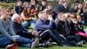 Plus de 5.000 personnes ont assisté mercredi à Lommel, en Belgique, à une cérémonie en mémoire des 28 personnes dont 22 enfants tuées dans un accident d'autocar scolaire il y a une semaine en Suisse. Le roi des Belges, Albert II, et le prince héritier des