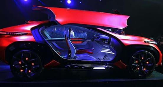 Chery a dévoilé sa vision du SUV du futur, tout en agressivité, entre lignes acérées et couleur rouge intense. Le petit plus: les films en hologramme.