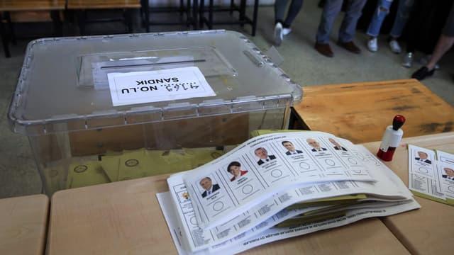 Des bulletins dans un bureau de vote le 24 juin 2018 à Ankara, à l'occasion des élections présidentielle et législatives.