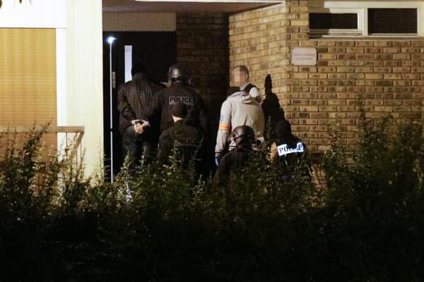 Le 9 septembre 2016, les forces de l'ordre pénètrent dans l'immeuble de Boussy-Saint-Antoine où s'était retrouvées Inès Madani, Sarah Hervouët et Amel Sakaou.