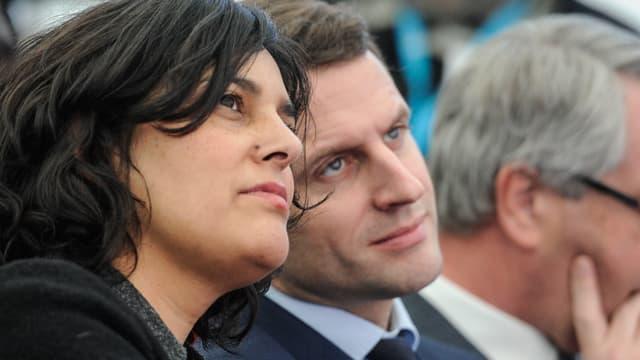 Myriam El Khomri et Emmanuel Macron le 22 février 2016 lors d'un déplacement à Chalampe, dans l'Est de la France.