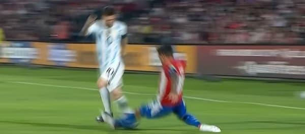 El error de Gómez en Messi desde otro ángulo