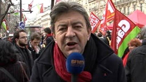 Jean-Luc Mélenchon explique les raisons de sa participation à la manifestation contre l'accord sur l'emploi à Paris le 5 mars 2013.