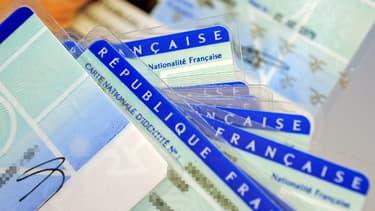 Une cinquantaine d'associations et syndicats a lancé une pétition contre un projet de réforme constitutionnelle qui prévoit notamment d'élargir les critères de la déchéance de la nationalité française.
