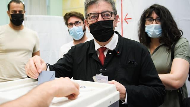 Jean-Luc Mélenchon vote pour le premier tour des élections régionales et départementales, dimanche 20 juin 2021
