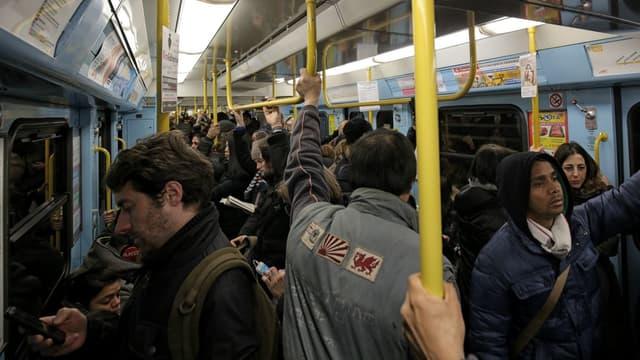 Une rame de la ligne du métro de Milan où a eu lieu l'incident.