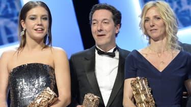 Adèle Exarchopoulos, Guillaume Gallienne et Sandrine Kiberlain posent avec leur récompense