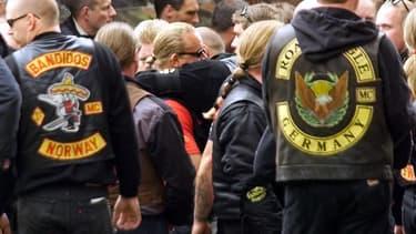 Des membres du gang de motards Bandidos réunis pour les funérailles d'un membre danois tué en 1999.