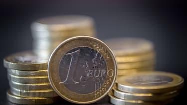 L'euro a également connu un plus bas en six face à la livre sterling