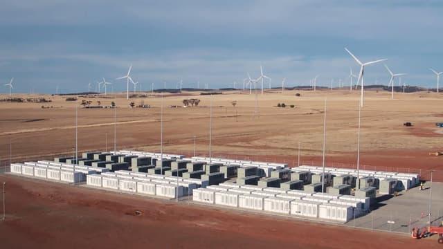 La batterie lithium-ion a été fournie par Tesla.