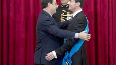 François Hollande a élevé Manuel Valls mercredi au grade de Grand-croix de l'ordre national du mérite.