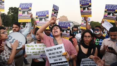 Des manifestants en colère envahissent les rues en soutien à la défunte jeune fille.