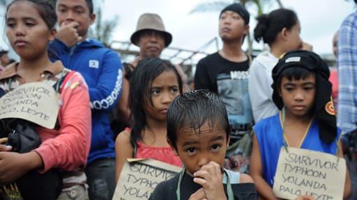 De nombreuses associations françaises appellent au don pour les sinistrés du typhon Haiyan aux Philippines.