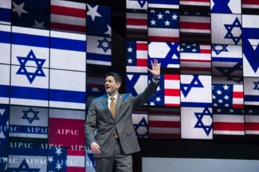 Paul Ryan, président de la Chambre des représentants, salue les participants à la conférence annuelle de l'Aipac (American Israel Public Affairs Committee), le premier lobby américain pro-israélien, le 27 mars 2017 à Washington