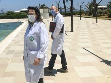 Inspection d'un hôtel tunisien qui accueille des voyageurs en quarantaine, le 22 mai 2020