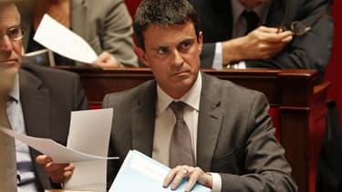 Le ministre de l'Intérieur Manuel Valls estime qu'après les ministres, les députés doivent eux aussi rendre public leur patrimoine. /Photo d'archives/REUTERS/Charles Platiau