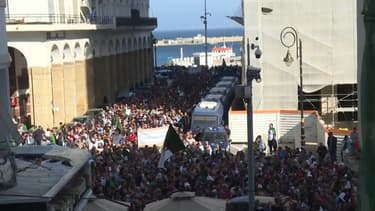 """Des centaines de milliers d'Algériens dans les rues pour réclamer une """"nouvelle indépendance"""""""