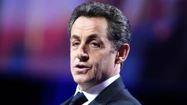"Nicolas Sarkozy se dit ""ému"" sur Twitter"