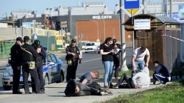 La police interroge des suspects suite à une énorme rixe dans un cimetière de Moscou qui a fait au moins trois morts, le 14 mai 2016.