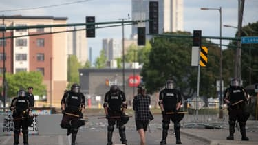 Des émeutes ont éclaté à Minneapolis après la mort d'un Afro-Américain peu après son interpellation par la police.