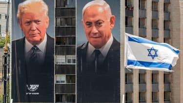 Des portraits géants du Premier ministre isralien Benjamin Netanyahu et du président américain Donald Trump, exposées par une association représentant des colonies de Cisjordanie occupée, le 10 juin 2020 à Jérusalem