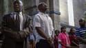 Des Kényans prient pour les victimes dans une église à Nairobi, dimanche.