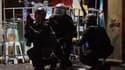 """Militaires thaïlandais lors d'affrontements avec des manifestants anti-gouvernementaux dans les rues de Bangkok. Des heurts entre l'armée et les """"chemises rouges"""" de l'opposition ont fait huit morts - quatre civils et quatre soldats - et 242 blessés samed"""