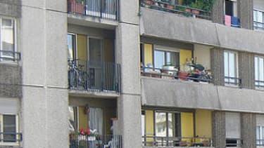 La France arrive à la 10e place de l'Union européenne en matière de mal logement. Ici, une barre d'immeuble de la banlieue parisienne. -