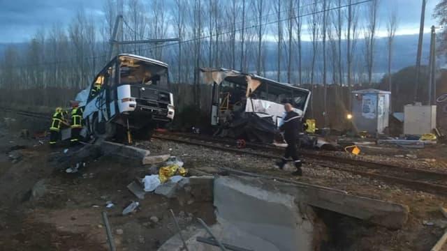 20 personnes ont été blessés dans la collision impliquant un TER et un car scolaire