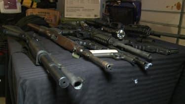 Des armes à feu exposées lors d'un salon de la NRA