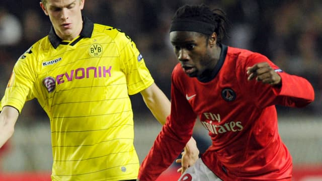 Peguy Luyindula ici dans un match de Ligue Europa contre Dortmund