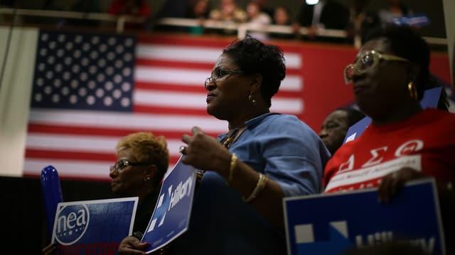 Des supportrices d'Hillary Clinton lors d'un meeting dans l'Arkansas, le 28 février 2016.