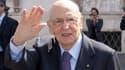 Le président italien Giorgio Napolitano a accepté samedi de rester à son poste, comme le lui demandent plusieurs formations politiques en raison de leur incapacité à s'entendre sur le nom de son successeur. /Photo prise le 12 avril 2013/REUTERS/Service de
