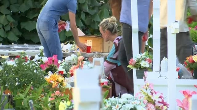 Laeticia Hallyday sur la tombe de son défunt mari à Saint-Barth.