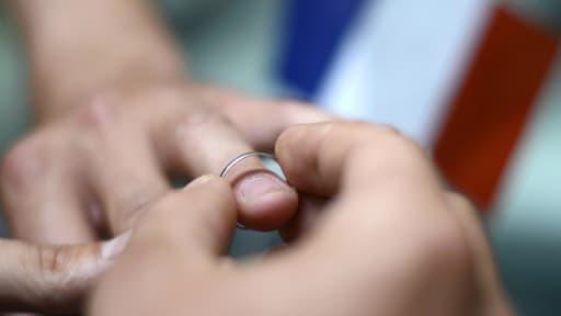 Les maires qui ne veulent pas marier des couples de m^me sexe pourront avoir des sanctions.