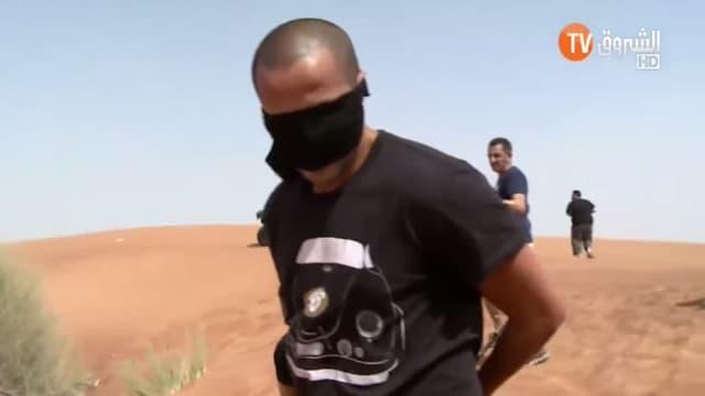 """L'international algérien Madjid Bougherra, """"kidnappé"""" par de faux terroristes dans l'émission """"Otages""""."""